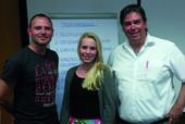 Alexander Dick (l.) gemeinsam mit den kombanern Carolin Trost und Ralf Rüdebusch. (Foto: © komba jugend nrw)