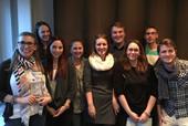 Valentina van Dornick (l.) mit den Mitgliedern der JAV Solingen. (Foto: © komba jugend solingen)